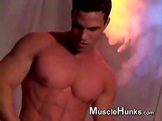 A tribute to musclehunks