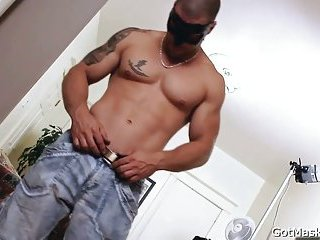 Muscled and tattooed hunk gets cock sucked