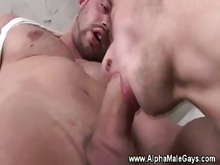 Gay hunk gets his cock blown from a stud