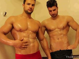 HotFighterRaul_MuscleBrothers_Shower